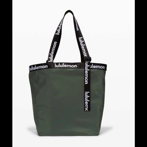 Lululemon🍋The Rest is Written Tote-Smoked Spruce
